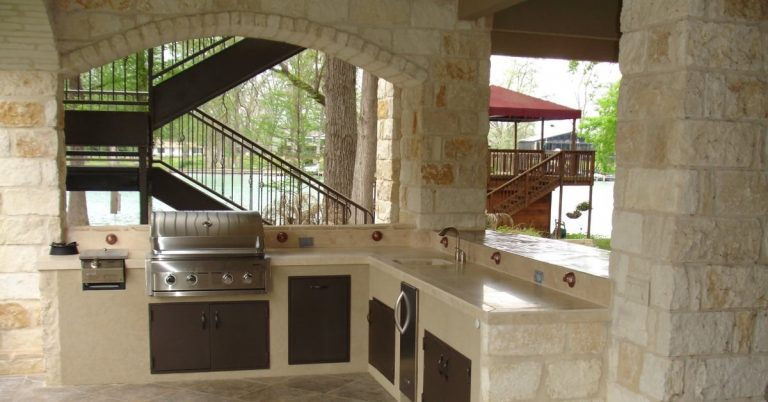 Covered Outdoor Kitchen Ideas for Texas Homeowners