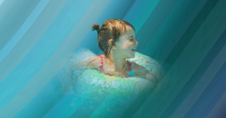 What Determines The Color of Your Pool Water?